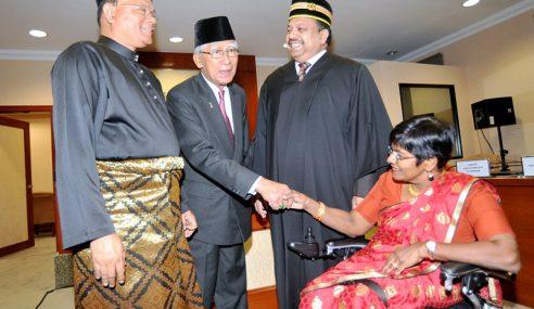 Abidullah, Bathmavathi Angkat Sumpah Senator