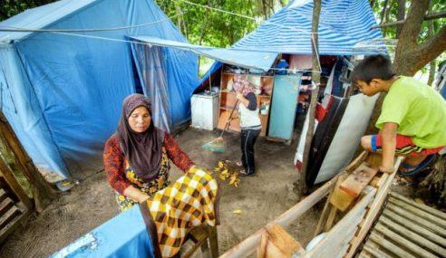 Tidak Mampu Bayar Sewa, Keluarga Daif Huni Khemah