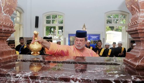 Sultan Ibrahim Ziarah Makam Diraja Sempena Hari Hol