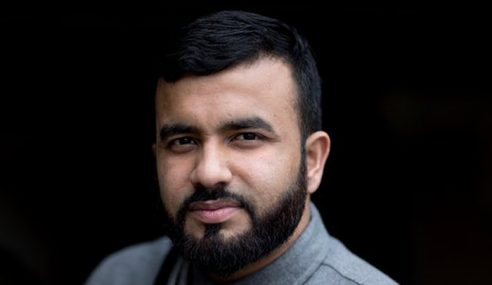 Hussain Bakal Angkasawan Muslim Pertama Britain