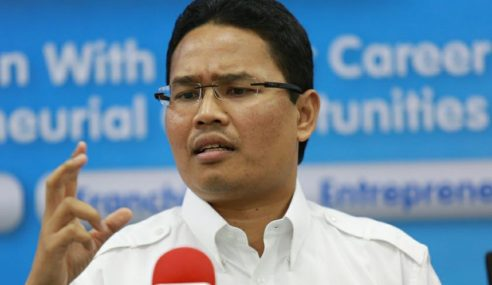 Azwan Bro Angkat Sumpah Sebagai Senator