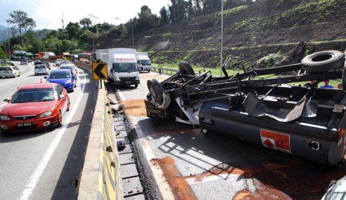 Trafik Sesak Lori Terbalik Dekat Terowong Menora