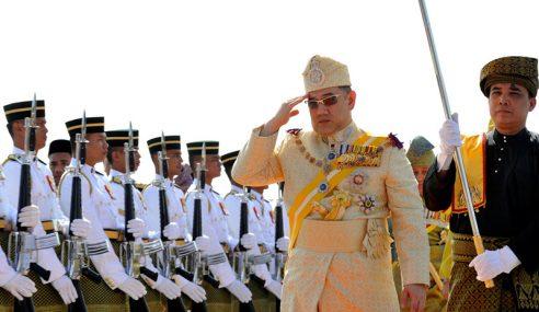 Sultan Muhammad V Tiba Istiadat Lafaz Sumpah Agong Ke-15