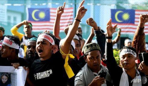 Umat Islam Hulur Sumbangan Untuk Rohingya & Bumi Aceh