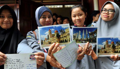 Pelajar Hantar 1,000 Poskad Kepada Mohd Faiz Subri