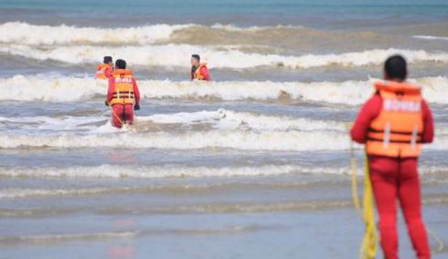 Pegawai Perikanan Dikhuatiri Lemas Di Pantai Pandak