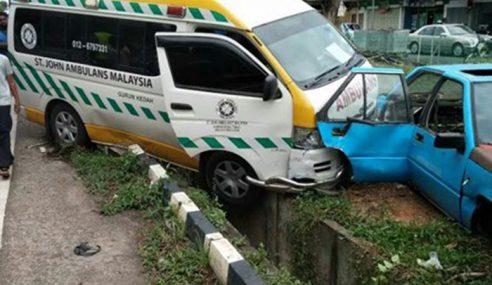 Video: Gara-Gara Proton Wira, Ambulans Kemalangan