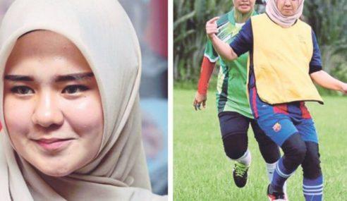 Gadis Ayu Gelecek Bola Sepak Mula Jadi Tular