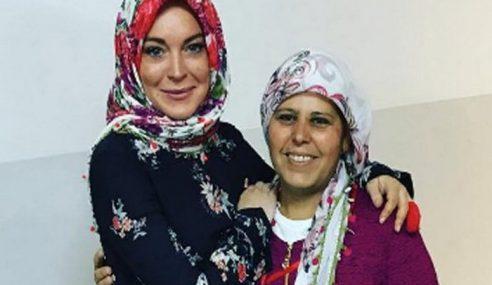 Ibu Sahkan Lindsay Lohan Tidak Peluk Islam