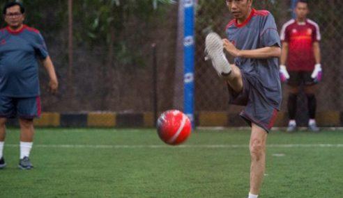Baru 7 Minit Main Futsal, Jokowi Mengadu Letih