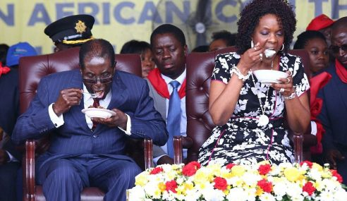 RM4j Parti Hari Lahir Mugabe 93 Tahun Ada Kek 93kg
