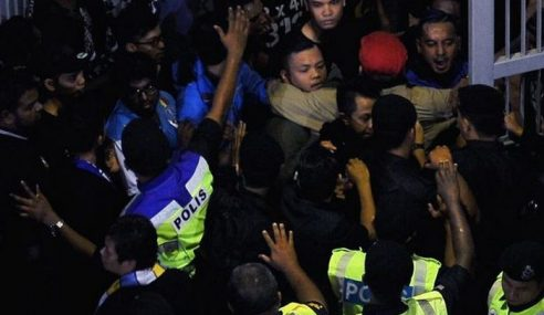Penyokong P.Pinang Amuk Tewas Kepada Sarawak