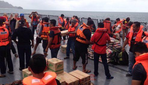 TLDM Bantu Penduduk, Pelancong Di Tioman