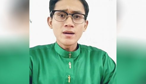 Suara Lunak Qari Kelantan Cetus Sensasi Di Arab Saudi