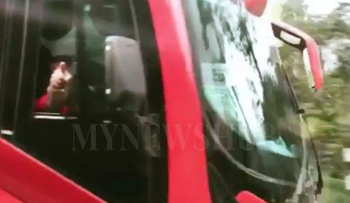 Cemas 'Dikejar' Pemandu Bas Ekspres Samseng
