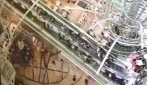 Eskalator Terpanjang Hong Kong 'Undur' Tiba-Tiba