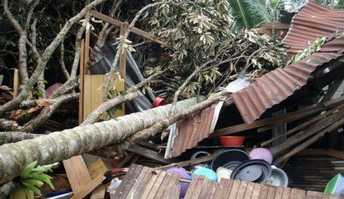 9 Rumah Bumbung Rosak Akibat Dilanda Ribut
