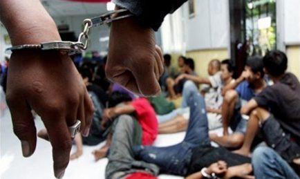 Hasil carian imej untuk Polis serbu pesta seks dan dadah, 68 individu ditahan
