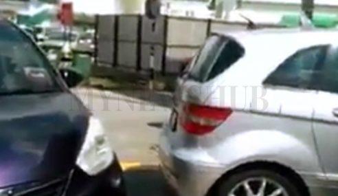 Video: Wanita Terima Cacian Selepas Parkir Sesuka Hati