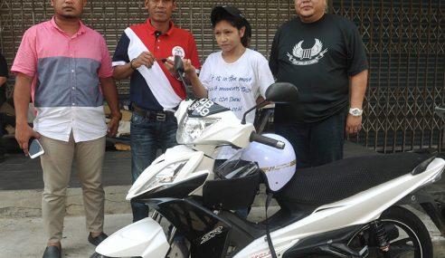 Bantuan Motosikal Kepada Keluarga Farah Marcella