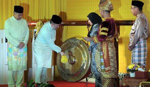 Agong Rasmi Pameran Raja Kita Di Muzium Diraja