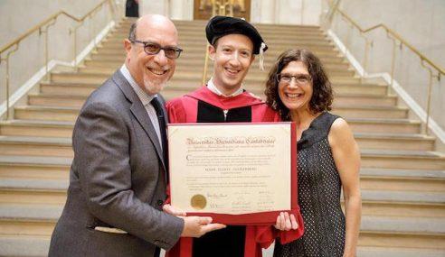 Mark Zuckerberg Terima Ijazah Kehormat Harvard