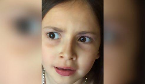 Budak Perempuan 'Yakin Cantik' Bikin Netizen Ketawa