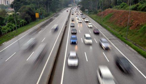 Aliran Trafik Di Lebuh Raya Utama Bergerak Perlahan