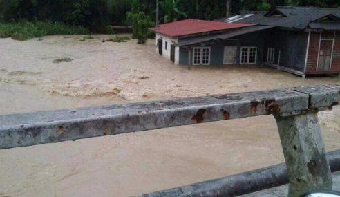 Tebing Sungai Runtuh Akibat Hujan Lebat Di Hulu Langat