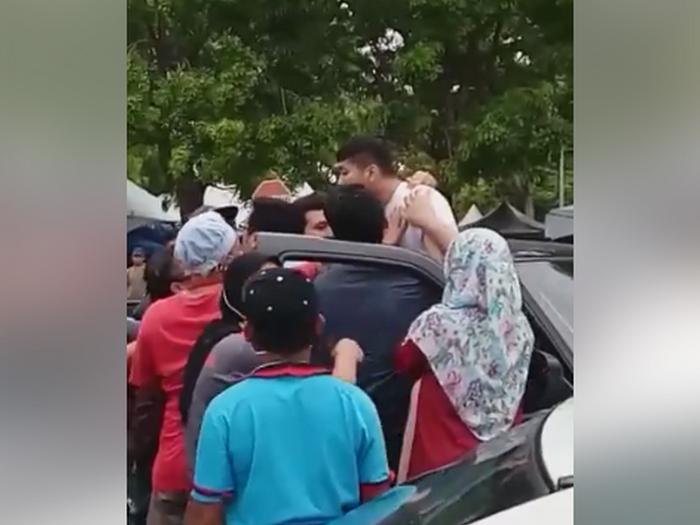 Video: Lagi Kes Mengamuk Di Bazar Ramadan...