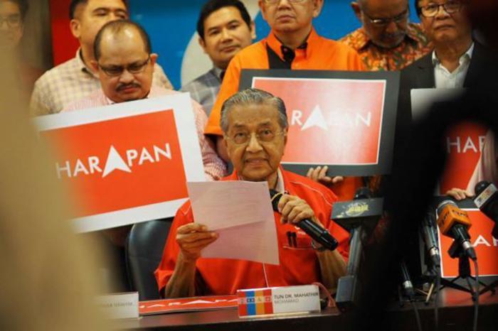 Mahathir Tarik Sokongan Melayu Untuk DAP?