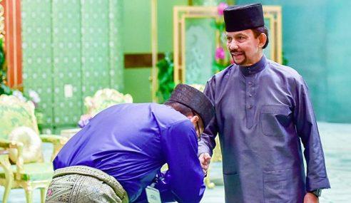 Sultan Brunei Taja 20 Mualaf Tunai Haji, Beri Elaun Lagi