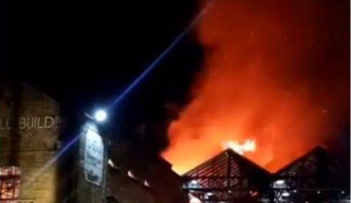 Pusat Pelancongan Popular Di London Terbakar