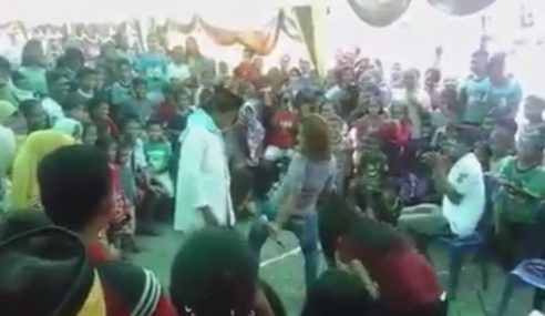 Bila Pak Lebai 'Hanyut' Dengan Gelek Dangdut…