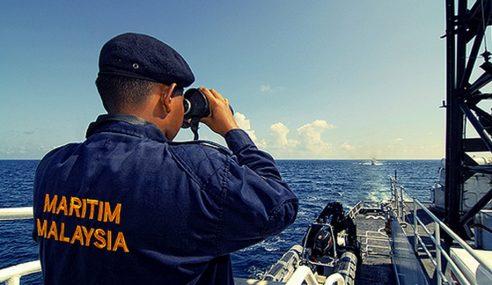 TLDM, APMM Selamatkan Bot Nelayan Tempatan