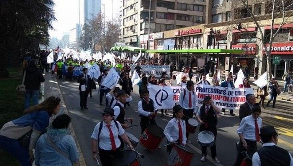 Guru Di Chile Lancar Mogok Bantah Akta Pendidikan Baharu