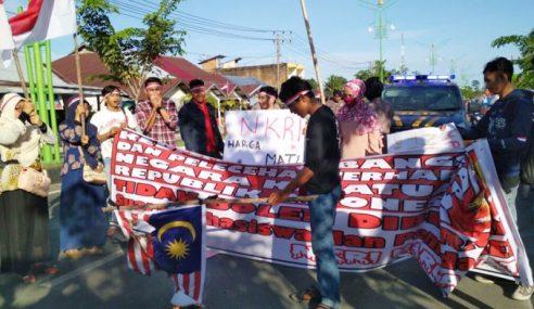 Pelajar Aceh Protes, Bakar Bendera Malaysia Terbalik?