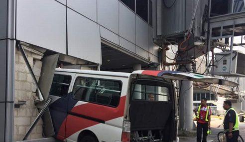 Pemandu Van MAB Sawan Rempuh KLIA, 2 Staf Cedera