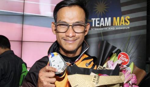 Dikwan Atlet Para Pertama Malaysia Terbaik Di Asia