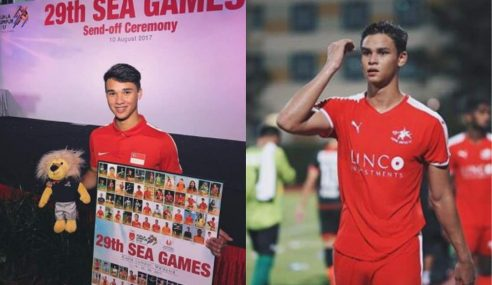 Pemain Bola Singapura Curi Perhatian Di Atas Padang