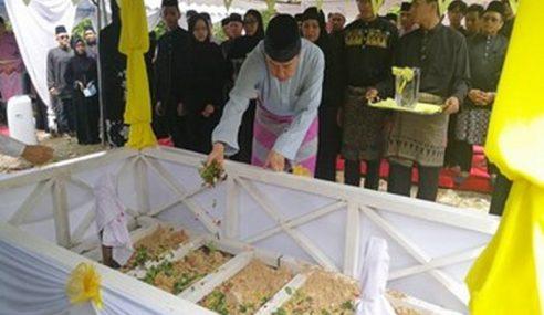Sultan Selangor Hadir Pengebumian Pak Engku