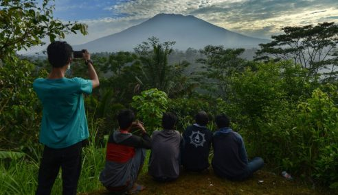 Gunung Agung Bakal Meletus Bila-Bila Masa