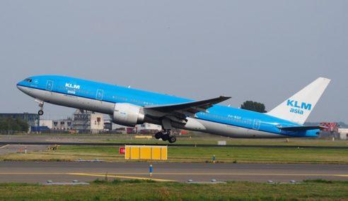 Panel Pesawat KLM Jatuh Hempap Kereta Di Jepun