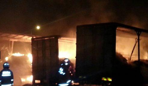 7 Lori, 2 Treler Hangus Terbakar Di Bukit Kemuning