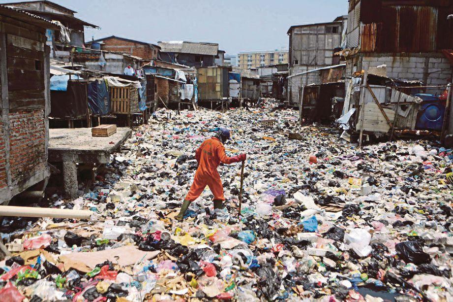 Pamer Gambar Orang Buang Sampah Di Jakarta MYNEWSHUB