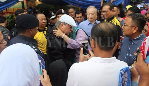 """""""Dia Tidak Cium, Jangan Ganggu Dia"""" – Sultan Johor"""