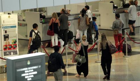 Peranti Semak Status Kawalan Imigresen Di KLIA