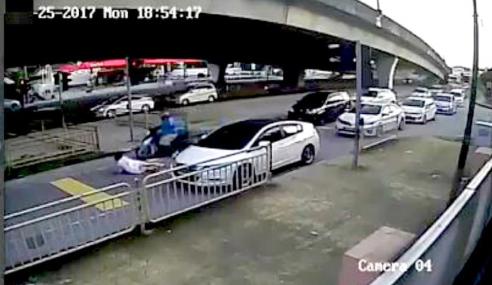 Video: Cabut Lari Lepas Langgar Wanita Melintas