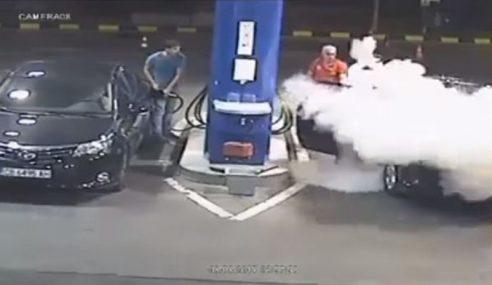 Video: Merokok Di Stesen Minyak? Ini Makan Dia…