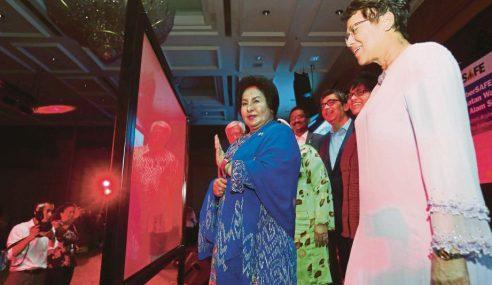 """""""Saya Juga Jadi Mangsa Buli Siber"""" – Rosmah"""